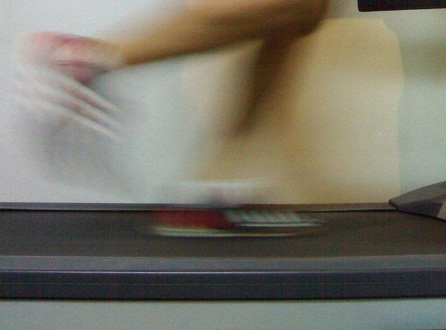 Waarom met een lichte hellingshoek hardlopen op een hardloopband beter is